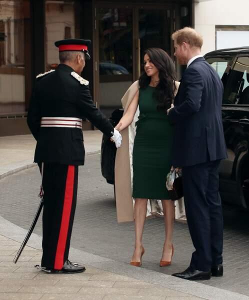 Meghan Markle et le prince Harry, très chic, arrivent à la soirée des WellChild Awards.