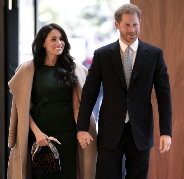 Meghan Markle et le prince Harry main dans la main à la soirée des WellChild Awards.