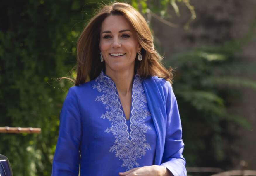 Le protocole étant très strict, Kate Middleton ne peut pas faire, ni porter ce qu'elle veut. Elle doit suivre des règles...
