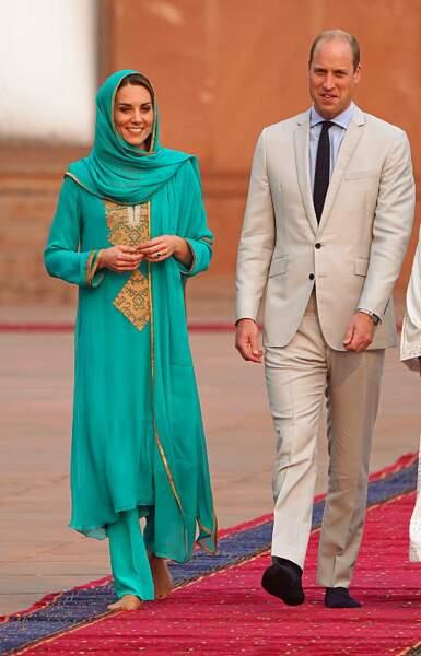 Lors de son voyage au Pakistan, la duchesse s'est affichée pieds nus.