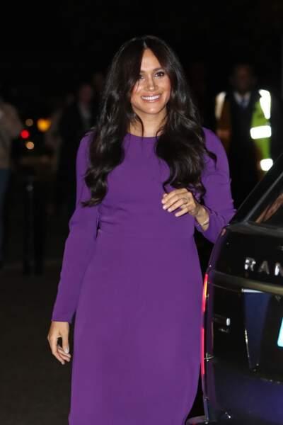 Meghan Markle était rayonnante dans une robe fourreau violette