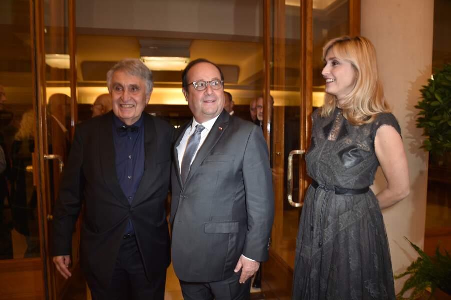 François Hollande et Julie Gayet aux côtés de  Jean-Loup Arnaud (Président du comité de Paris de la Ligue Contre le Cancer)