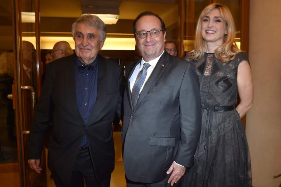 François Hollande et Julie Gayet n'hésitent plus à s'afficher ensemble et complices