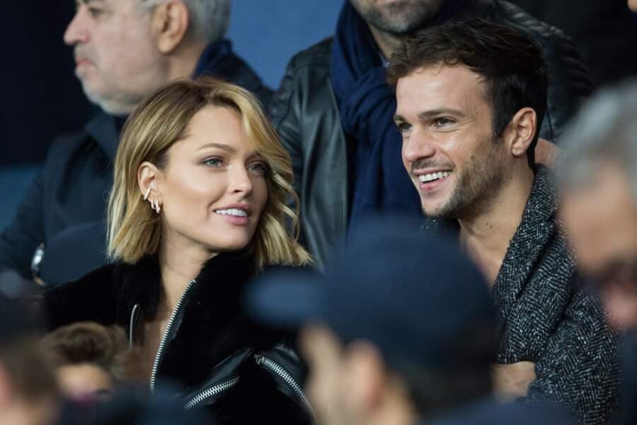 Caroline Receveur et Hugo Philip totalement in love lors de PSG-OM, au Parc des Princes, le 27 octobre 2019.