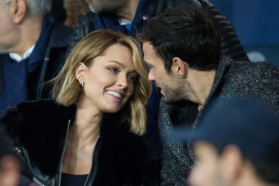 Caroline Receveur et Hugo Philip, complices et romantiques, lors de PSG-OM, au Parc des Princes, le 27 octobre 2019.