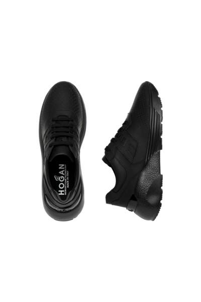 Sneakers, 440€, Hogan