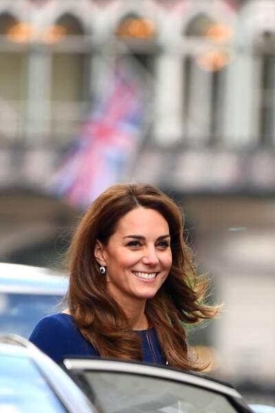 Kate Middleton porte les boucles d'oreilles de Diana assorties à sa bague de fiançailles pour le lancement d'une association caritative le 7 novembre 2019 à Londres.
