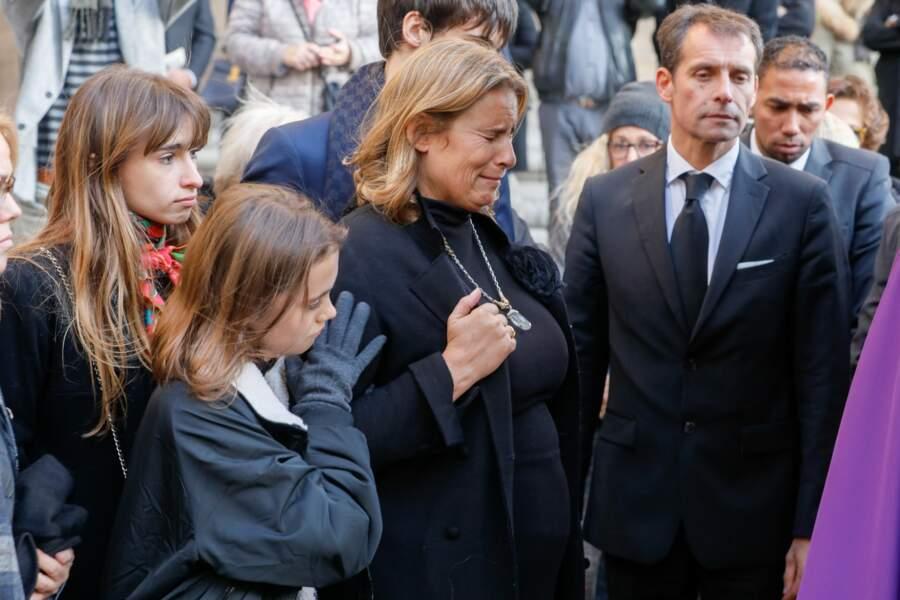Le chagrin de Lisa Azuelos aux obsèques de sa mère, Marie Laforêt