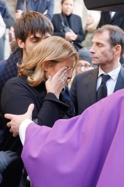 Lisa Azuelos, en larmes aux obsèques de Marie Laforêt