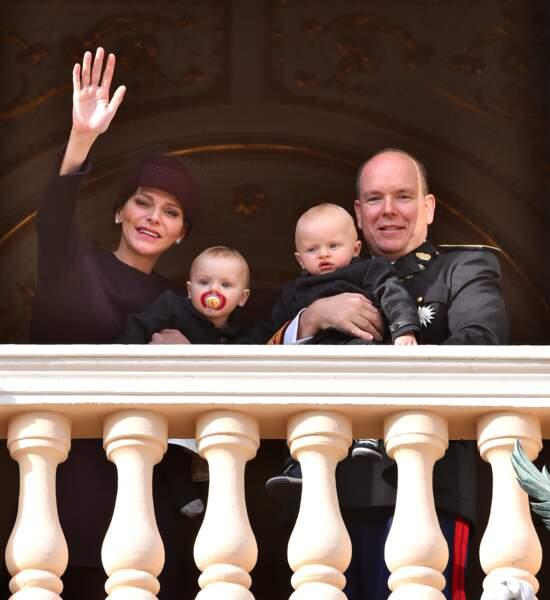 La princesse Charlene, sa fille Gabriella, le prince Albert II et son fils le prince Jacques au balcon du palais lors de la Fête Nationale monégasque le 19 novembre 2015.