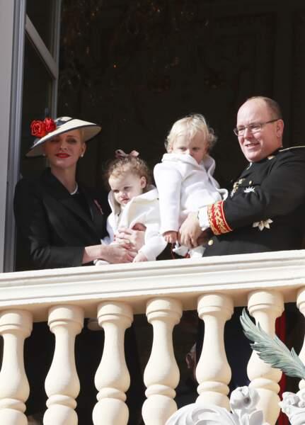 Le prince Albert II de Monaco et sa femme la princesse Charlene avec leurs enfants Jacques et Gabriella, lors de la fête nationale, le 19 novembre 2016.