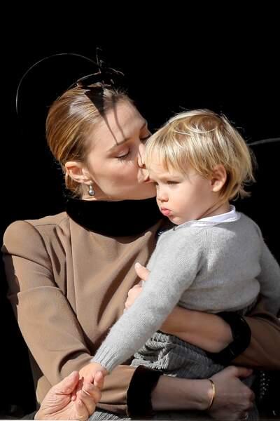 Beatrice Borromeo (l'épouse de Pierre Casiraghi) et son fils Stefano, lors de la fête nationale monégasque, le 19 novembre 2018.