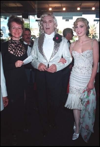 1994: Julie Gayet adopte le style Charleston des 20's pour la 47 ème édition du Festival de Cannes.
