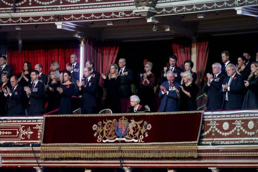 La famille royale britannique s'est retrouvée ce samedi 9 novembre au Festival du souvenir, donné tous les ans en hommage aux soldats des deux guerres mondiales.