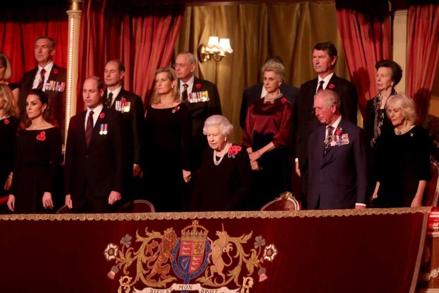 Si on espérait voir la duchesse de Cambridge et Meghan Markle côte à côte, elles étaient toutefois assises de deux côtés opposés.