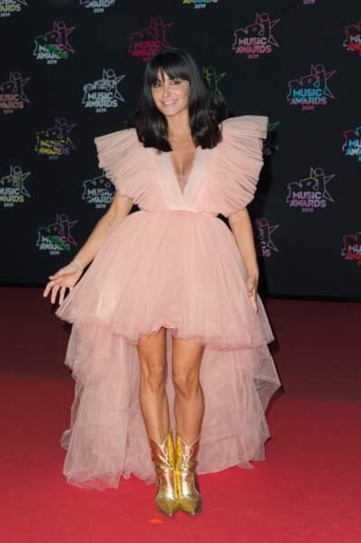 Jenifer dans une robe rose sur le tapis rouge des NRJ Music Awards