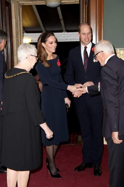 Pourtant, Kate Middleton le sait : les collants chairs sont préférés par Elizabeth II