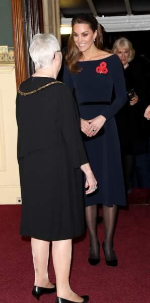 Contrairement à ses habitudes, Kate Middleton porte des collants noirs