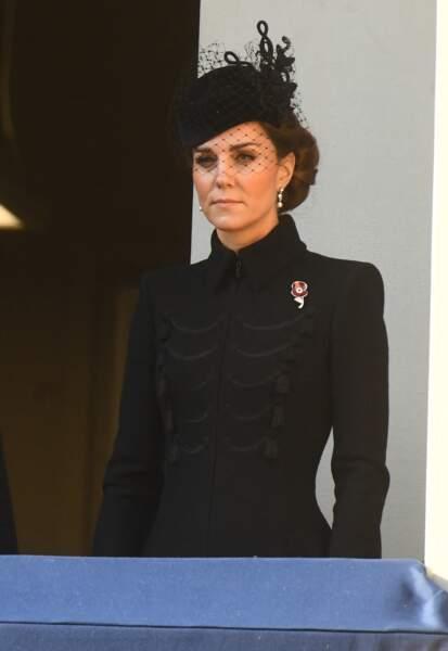 Kate Middleton avait elle aussi revêtu le noir qui est de rigueur en ce Jour du souvenir
