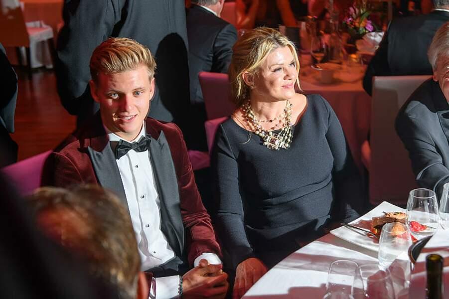 Mick Schumacher et sa mère Corinna Schumacher, au Gala de la presse sportive, à Francfort
