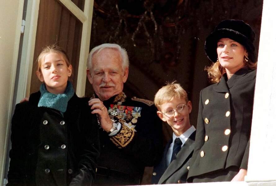 Charlotte Casiraghi, le prince Rainier, Pierre Casiraghi et Caroline lors de la fête nationale à Monaco le 19 novembre 1998.