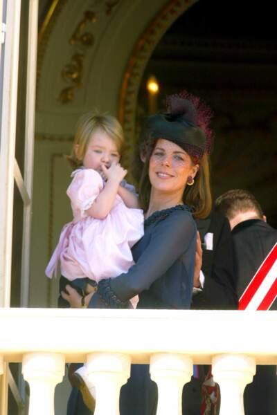 La princesse Caroline de Hanovre et sa fille Alexandra, lors de la fête nationale monégasque le 19 novembre 2002.