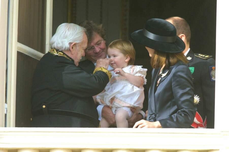 Le prince Rainier avec son gendre Ernst August de Hanovre, sa petite-fille Alexandra, sa fille Caroline et son fils Albert, lors de la fête nationale monégasque, le 19 novembre 2001.