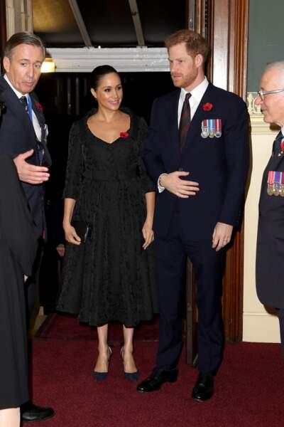 Meghan Markle adopte une robe Erdem noire pour une soirée au royal albert hall le 9 novembre 2019