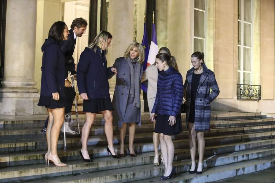 Brigitte Macron a posé avec Alizé Cornet, Fiona Ferro, Caroline Garcia, Kristina Mladenovic, Pauline Parmentier et Julien Benneteau