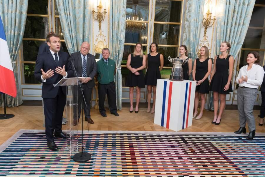 Emmanuel Macron a félicité les Bleues à l'Elysée après leur victoire en Fed Cup