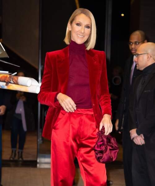Céline Dion porte un total look Tom Ford et un sac en soie The Row.
