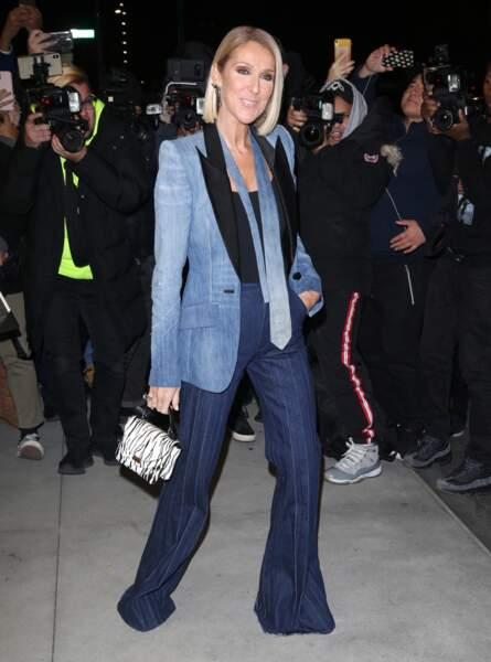 Céline Dion  très chic dans une harmonie de bleue, porte un total look Ronald Van Der Kemp.