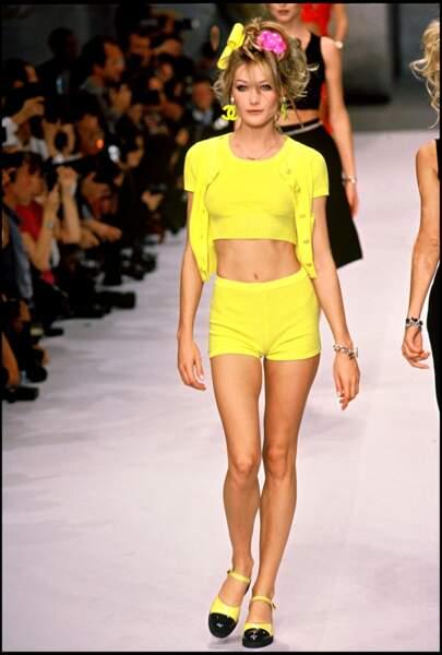 Ambiance bord de mer lors du défilé Chanel Collection en 1996