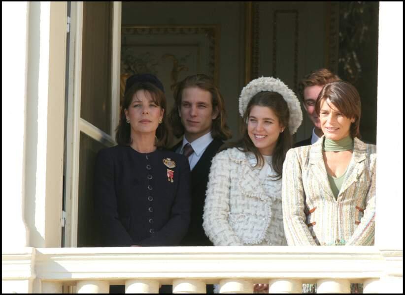 2005 : Charlotte Casiraghi et ses frères présents lors de la remise de l'étendard en vu d'introniser le Prince Albert II de Monaco.