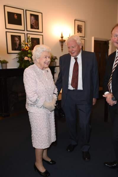 """Lors de la soirée, Elizabeth II s'est déclarée """"ravie"""" de remettre ce prix à son ami"""