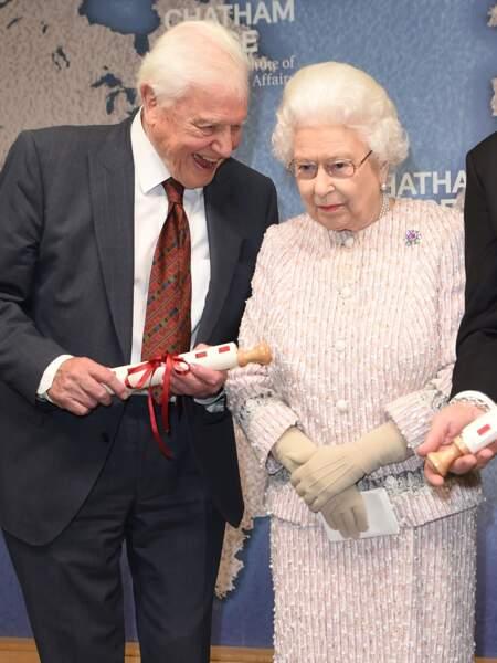 Ici, elle prend de nouveau la pose avec David Attenborough
