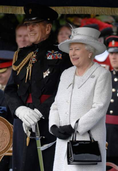 """2010 :  La Reine d'Angleterre et son époux passant en revue la compagnie """"Pikemen Musketeers of the Honourable Artillery at Armoury House""""."""