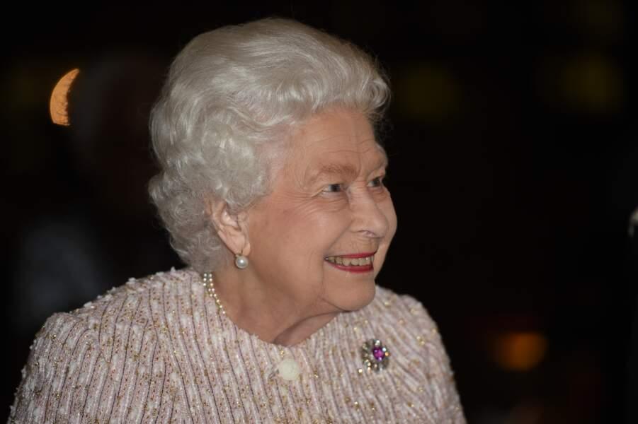 Mercredi 20 novembre, à Londres, la monarque de 93 ans a remis une récompense importante à l'écrivain