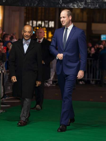 Chic en costume bleu, le prince William est venu en solo aux Tusk Conservation Awards, ce jeudi 21 novembre 2019