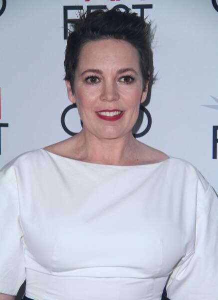 L'actrice Olivia Colman joue la Reine d'Angleterre dans les années 60.