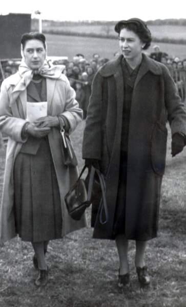 La princesse Margaret (à gauche) et Elizabeth II en 1956.