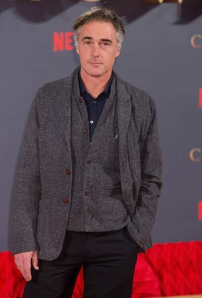 Greg Wise joue le rôle du mentor du Roi Philip dans The Crown.