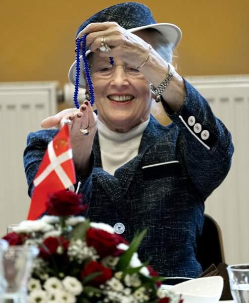 La Reine Margrethe porte toujours la même bague en 2019, sa bague de fiançailles ne quitte jamais son doigt.