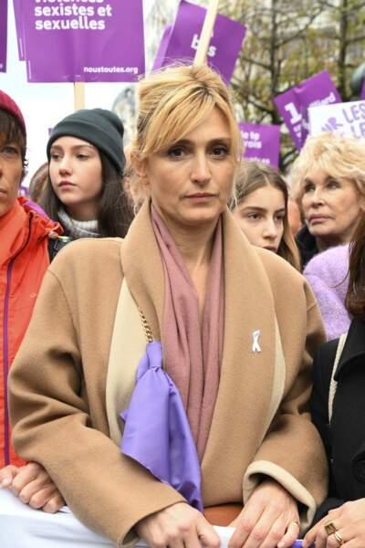 Julie Gayet a participé à la marche organisée place de l'Opéra 23 Novembre par le collectif Nous Toutes.