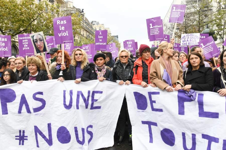 Julie Gayet était entourée de Najat Vallaud-Belkacem, Alexandra Lamy, Muriel Robin et sa compagne Anne Le Nen ou encore Nadège Beausson-Diagne et Tatiana-Laurens Delarue.
