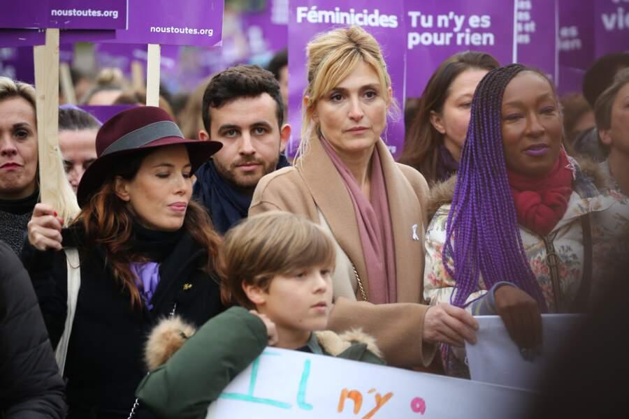 Julie Gayet dénonce les féminicides, les violences sexistes et sexuelles.