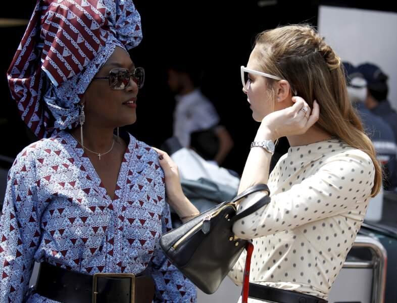 Beatrice Borromeo, aux côtés de Khadja Nin avant le départ du 77ème Grand Prix de Formule 1, arbore fièrement sa jolie bague.