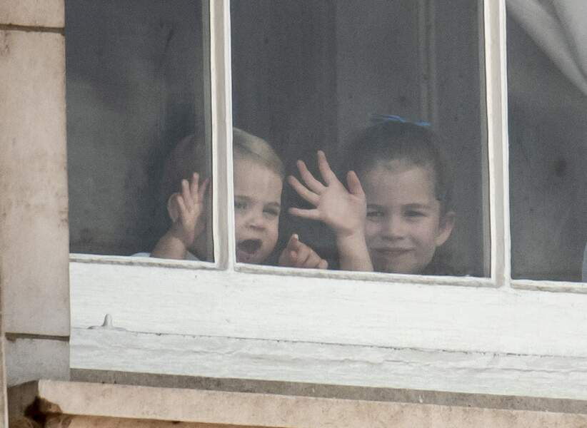 Comme sa soeur Charlotte, le petit Louis est plus extraverti.