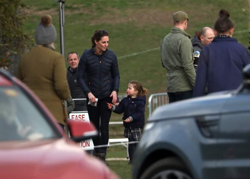 La princesse Charlotte et William (de dos, avec une casquette) étaient également présents.
