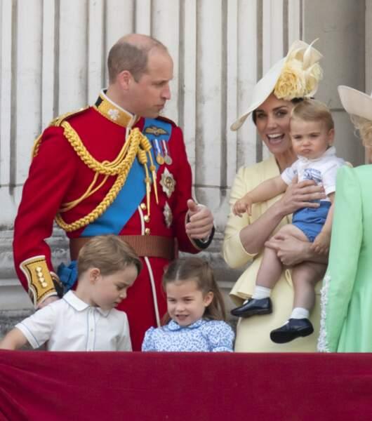 Il s'agissait de la première apparition de leur frère Louis, alors âgé de presque 14 mois, au balcon de Buckingham.